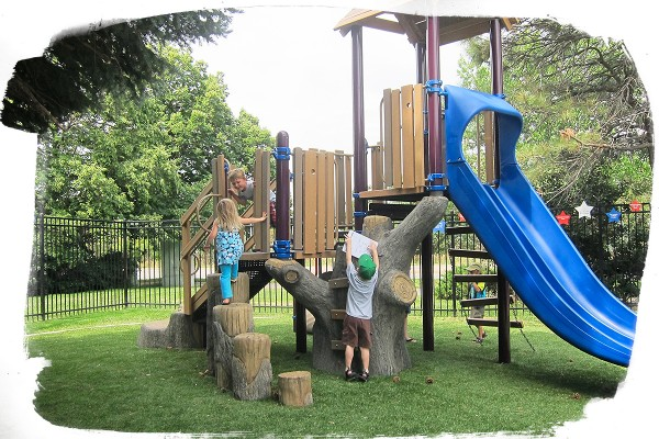 Playground benefits: Playing on a structure