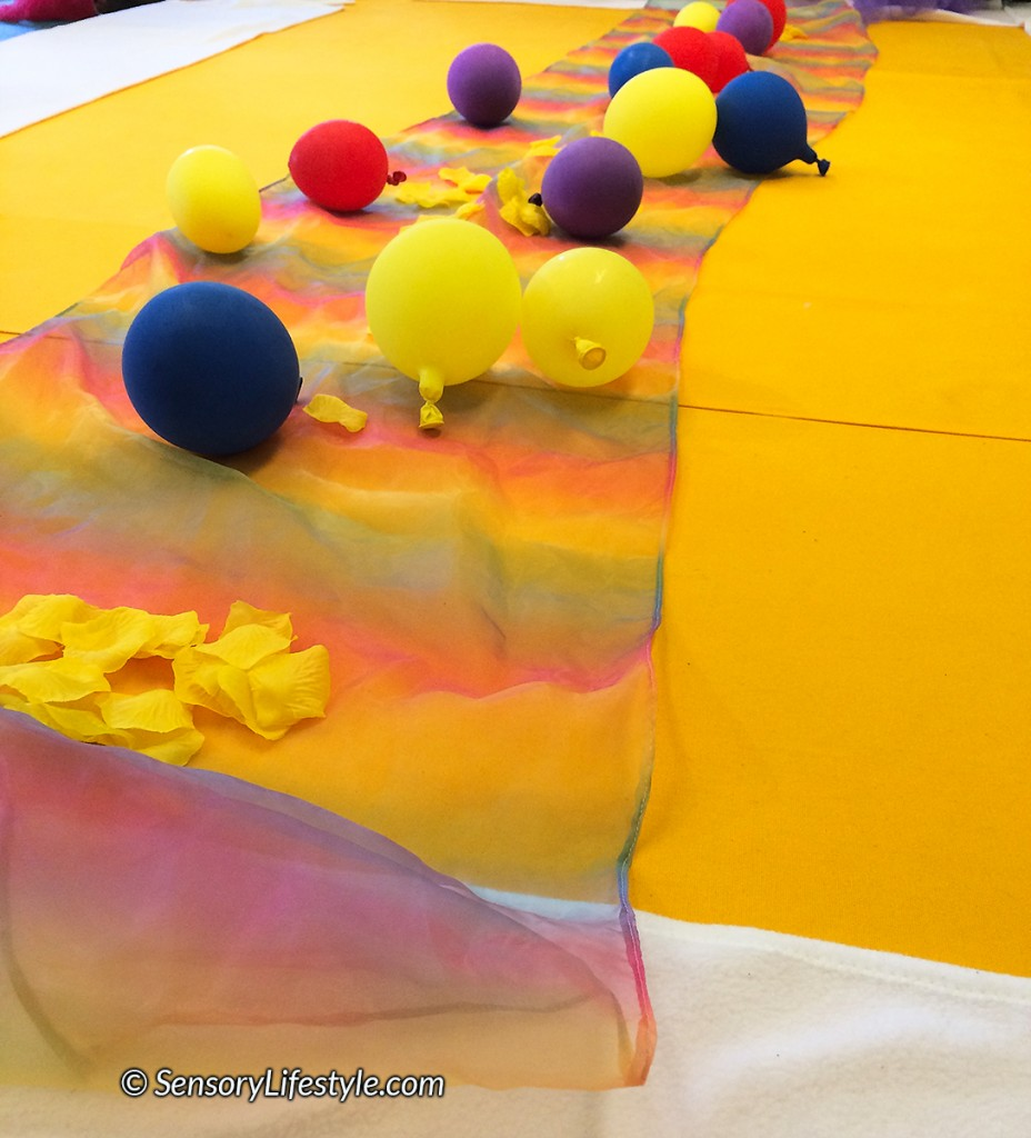 Indoor activities for toddlers: Balloon play