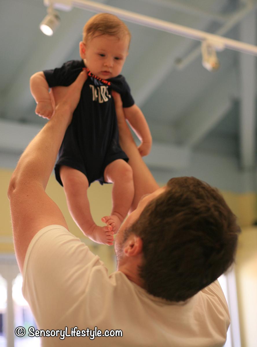 Indoor activities for babies: movement